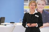 Dr. Iris Henkel.
